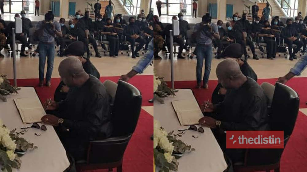 JJ Rawlings: John Mahama Finally Signs The Book Of Condolence After He Was Denied Access (Photos)